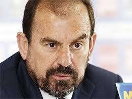 """EFE · Madrid Ángel Torres, presidente del Getafe, afirmó que el club madrileño """"no está en venta"""", e ironizó al decir que si algún día """"llega un loco"""" con ... - angeltorres010408_ES"""