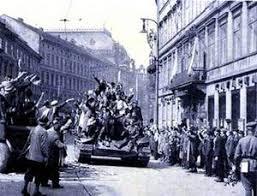 Výsledek obrázku pro vítání sovětů v Praze