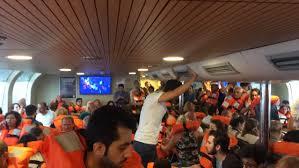 İstanbul Kadıköy'de vapur karaya oturdu