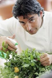 Celebrity Chef Jean-Christophe Novelli launches his range of Edible Gardens at Harrods on May 12, 2006 in London, England. - Chef%2BJean%2BChristophe%2BNovelli%2BLaunches%2BEdible%2B6XHEoaZSxCgl