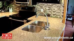 gold light granite kitchen backsplash