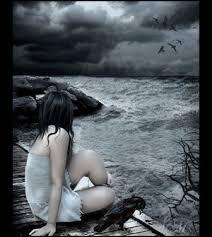 Resultado de imagem para mulher se sentindo triste e sozinha