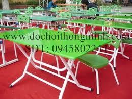 Sản xuất bàn mầm non mặt nhựa châp thép sơn tĩnh điện, mặt bàn dài 90cm, rộng 50