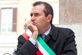Risultati immagini per luigi de magistris sindaco per napoli