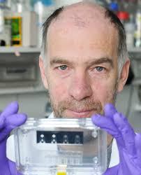 Dr. <b>Roland Lauster</b>, Leiter des Fachgebiets Medizinische Biotechnologie: Lupe - Lauster_Prof