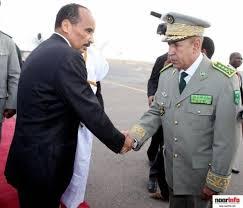 ولد عبد العزيز يزور القاعدة العسكرية في