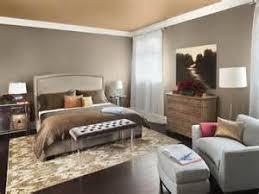 schlafzimmer gestalten rustukale kommode sessel und hocker grau best master bedroom paint color bedroom paint colors feng