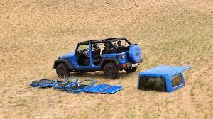 Посчитали-прослезились: замена съемной крыши <b>Jeep Wrangler</b>