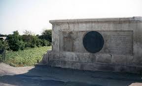 Imagini pentru statuie calugareni