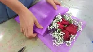 Making <b>Flower</b> Bouquet   Small posy of 5 red roses handbouquet ...