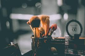 Guide to Bristle <b>Shapes</b> (<b>Round</b>, Flat, Angled <b>Makeup</b> Brushes ...