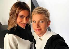 LOS ANGELES - Partnerlook bei Sofia Vergara und Ellen DeGeneres. Die Schauspielerin und die Talkmasterin posten ein Selfie für die Fans - im selben ... - Ellen-DeGeneres-Sofia-Vergara