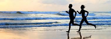 Resultado de imagen para corriendo a la orilla del mar