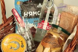 <b>Подарочный набор</b>. водка юрий долгорукий и корзина с <b>закусками</b>.