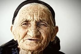 Afbeeldingsresultaat voor grappig plaatje oude vrouw