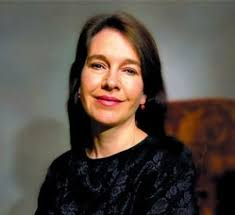 Louise Erdrich–THE PAINTED DRUM - louise-erdrich-photo1-300x275
