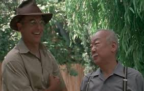Mark Harmon (John Cooper) si Pat Morita (Abe Tanaka)