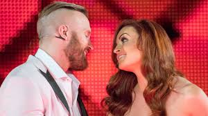 WWE Superstars react to Maria Kanellis' return - YouTube