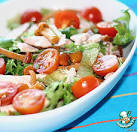 Салат из копченой куриной грудки и помидоров