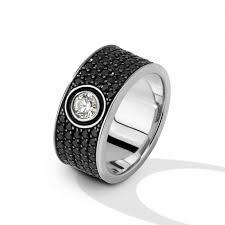 <b>Кольцо с черными</b> бриллиантами