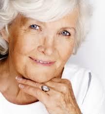 Resultado de imagem para mulher idosa