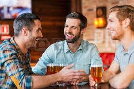 Resultado de imagen de amigos en el bar