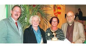 Rolf Blumenberg zeichnete Johannes Sasse und Verena Rhyn-Bolte aus. Christian Michael Vollbach führte in die Ausstellung ein (von links). - _heprod_images_fotos_1_18_3_20080908_krabbe1bi_c8_1772390