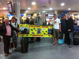 soon we found chinos aunty and uncle to be holding a huge banner saying welcome back chaggie was very very weird to see them all again chaggie downunder february 2011 evening