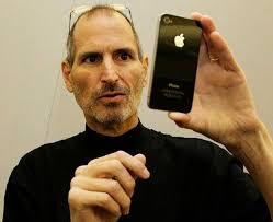 A Apple de Steve Jobs: confira o infográfico do TechTudo. Steve Jobs, um dos criadores da Apple, e uma das suas maiores inovações: o iPhone (Foto: Wikimedia ... - steve-jobs-e-o-iphone