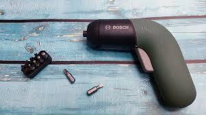 Обзор <b>аккумуляторной отвертки Bosch IXO</b> 6: сверлит, режет и ...