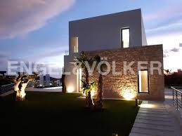 <b>High quality brand new</b> villas with sea views