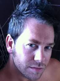 Pria ganteng ini pun meminta bayaran bagi wanita yang membutuhkan dirinya sebagai teman ngobrol. Namun Steve yang bekerja sebagai pria penghibur di Brisbane ... - cowokdlm