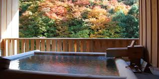 [Western Japan]A luxurious time of <b>hot spring and autumn</b> leaves ...