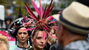 Melbourne Cup <b>fashion feather fascinator</b> - ABC News (Australian ...