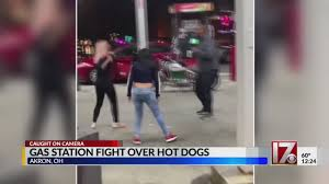 Brawl ensues over stolen gas station hot dogs - YouTube