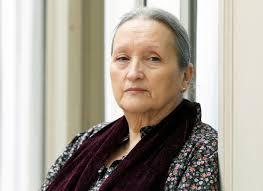 Pilar Molina Llorente (Madrid, 1943) es licenciada en Bellas Artes, con estudios de música, filología y psicología. Colaboradora de varias editoriales en ... - PilarMolinaLlorente