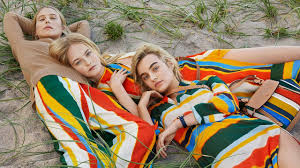 Tory Burch <b>Spring</b>/<b>Summer</b> 2018: An <b>Explosion</b> of Color - YouTube