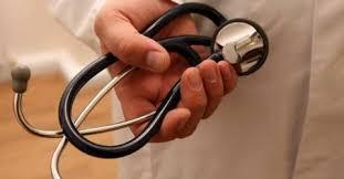 Penas suspensas para médico e farmacêutico de Mesão Frio por burlas ao SNS