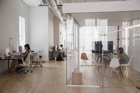 10 modern startup offices you have to see believe nyc awesome office 2 startup office awesome office design