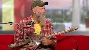 <b>Seasick Steve</b> performs 'old tricks' with <b>hubcap</b> guitar - BBC News