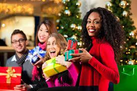 classy ratchet freunde an weihnachten in einkaufszentrum