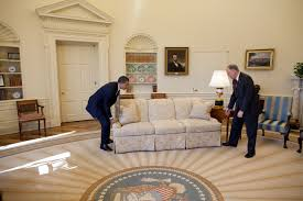 filebarack obama moving couch in the oval officejpg fileobama oval officejpg