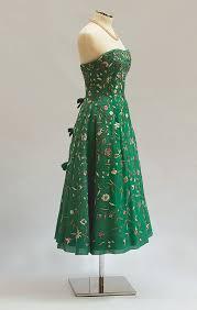 <b>Strapless dress</b> - Wikipedia