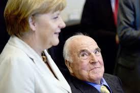 Dem kranken Mann ist seine Ausstrahlung geblieben: Helmut Kohl gestern mit Angela Merkel im Reichstagsgebäude in Berlin. Bild: Axel Schmidt (AP Photo) - topelement