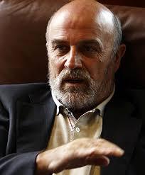 José Manuel Otero en su despacho en la sede de Grupo Puentes, ubicada en la localidad de Sigüeiro - FOTO: Fernando Blanco - fsp62f02969191_173560