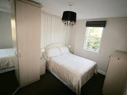 zones bedroom wallpaper: kensington amp chelsea apartment rental master bedroom