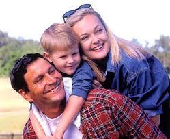 صور رائعة للاسرة السعيدة images?q=tbn:ANd9GcS