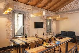 Luxury Studio with Veranda – Evans <b>House</b> Apartments & Studios
