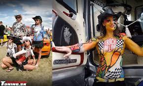 foto belle ragazze su camion Images?q=tbn:ANd9GcSKsjWTDGTDyfZURM7QQ6t-Xg9zTHZUuGiCUoqTh82G-6l7ta6R