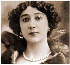Hija natural de Carmen Otero Iglesias, de la que heredó sus apellidos al negarse su padre a reconocerla, tuvo cuatro hermanos ... - Bella-Otero-retrato